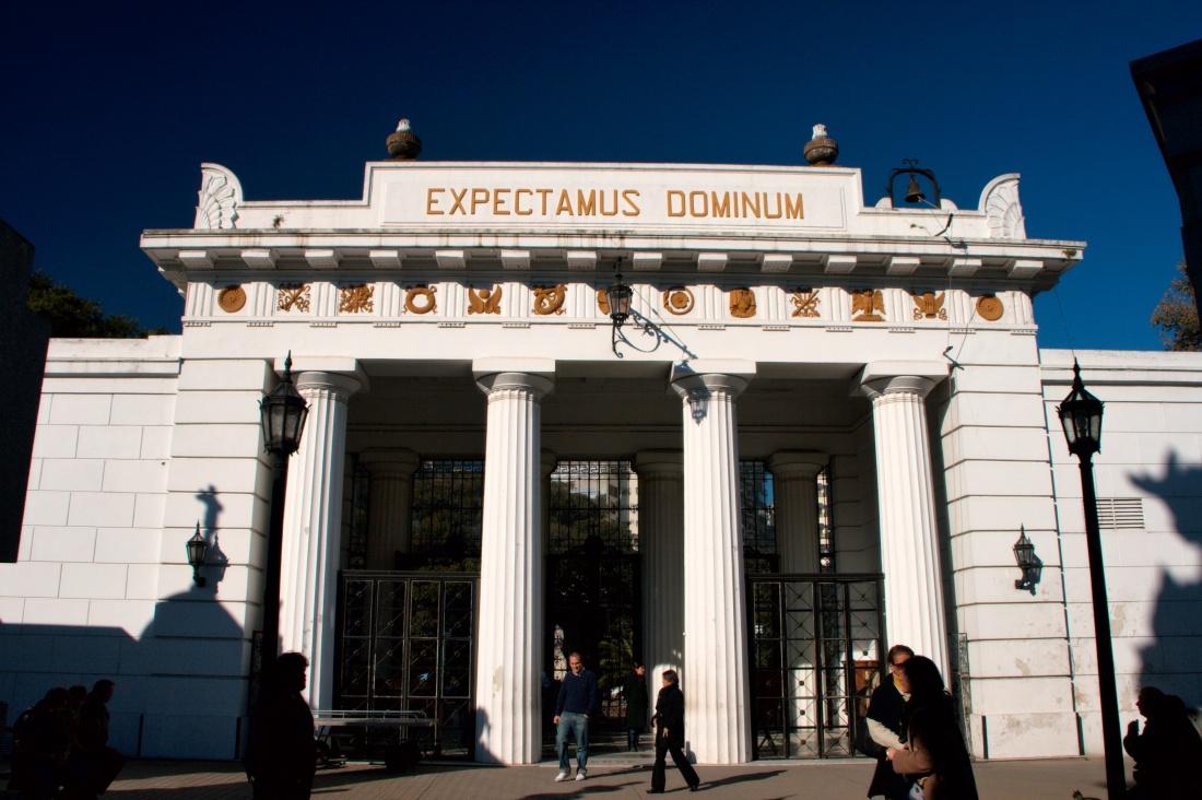 la_recoleta_cemetery_entrance